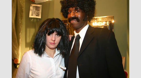 13 halloween costumes inspired by quentin tarantino films costume pop - Deguisement pulp fiction ...