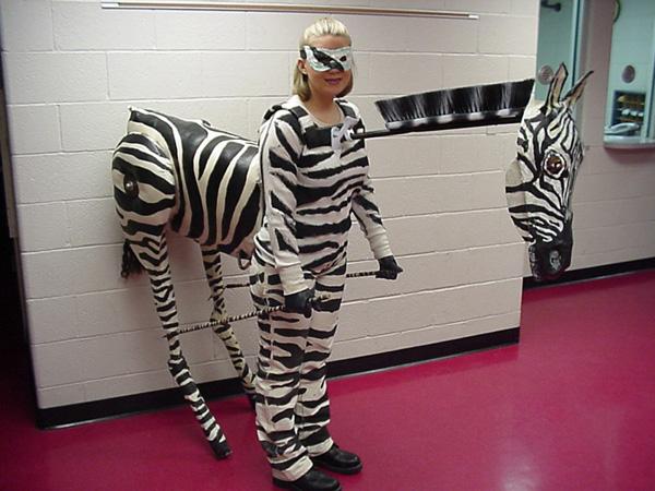 27 halloween costumes for elementary school teachers costumepop solutioingenieria Gallery