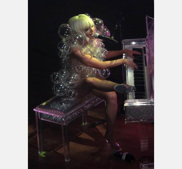 lady-gaga-bubbles